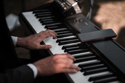 electronic pianos, digital pianos
