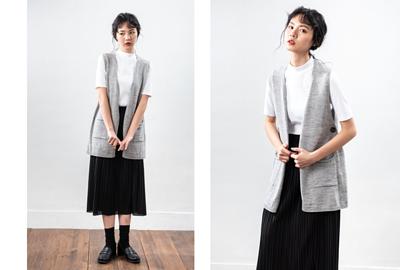 淺灰色針織背心搭配黑色百褶裙