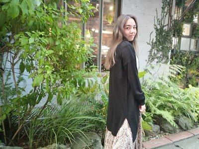 黑色長版針織外套搭配長裙超好看