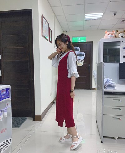 V領針織洋裝