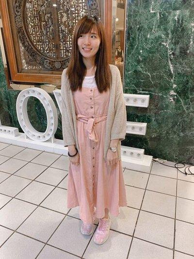 針織外套搭配洋裝的穿搭方式
