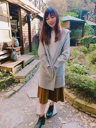連帽式設計的針織外套天氣稍微涼一點戴上帽子也可以禦寒 |O-LIWAY 台灣製針織