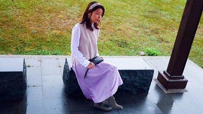 粉色針織背心穿搭淡紫色長裙