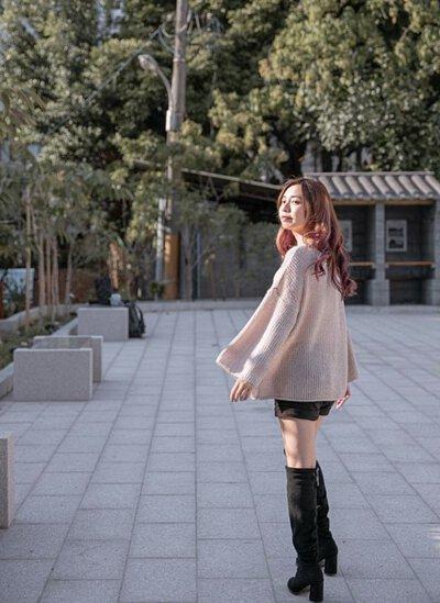 寬版設計的台灣製針織毛衣自然的垂墜感立即修飾身型
