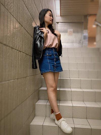 棉花糖女孩針織上衣搭配皮夾克個性化裝扮