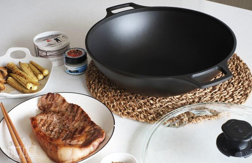 鑄鐵鍋保養教學|開鍋、保養、清洗,養出讓你愛不釋手的好鍋
