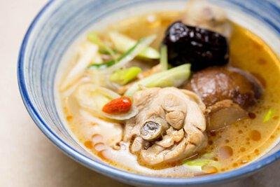 鑄鐵鍋燉煮料理:香菇雞湯