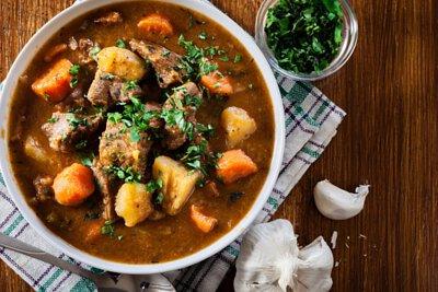 鑄鐵鍋燉煮料理:馬鈴薯燉肉
