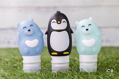 北極熊南企鵝,陪你去旅行 鉑金矽晶所製的洗浴分裝瓶, 柔軟矽緻材質,抗擠壓、好收納 更能為旅途中省去不必需的塑料用品