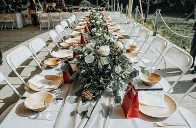 純天然棕櫚落葉鞘製成, 盡展溫潤木質感,典雅原色自然之美, 適合各式聚會、戶外活動,襯托美食也彰顯品味。  無塑膠淋膜,對健康溫柔, 土埋即可自然分解,也對環境溫柔。