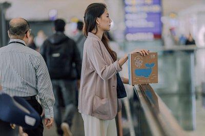 仁舟心創淨塑商品禮盒, 為贈禮的祝福增添健康與環保意識。 盒內一次網羅三項減塑利器, 輕鬆取代塑膠袋、保鮮膜與一次性吸管的使用。