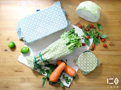 款式一 | 蜂蠟超好蓋 仁舟淨塑獨家創新研製款! 三種尺寸,搭配彈性繩扣組,一蓋一拉,輕鬆保鮮。 零侷限!各種形狀之碗、盤、鍋具皆一拉搞定, 立即呈現量身打造般的服貼效果。 更能直接包覆食物或食材,讓您隨心所用。