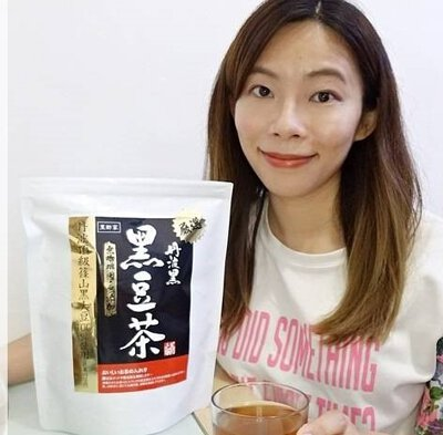 豆類有豐富蛋白質,黑豆中蛋白質含量是牛奶的12倍,含多種營養成分,有滋補養顏、烏髮亮膚、抗氧化抗衰老、強化血管、補腎強身等功效,有豆中之王之稱,特別適合女士們食用。