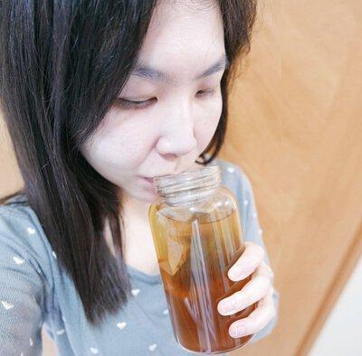 所以平日在office 我都常常沖杯黑豆茶, 黑酢家專門搜羅日本天然健康食材, 嚴選丹波黑豆茶 採用日本丹波頂級篠山黑大豆, 喝出健康好氣息。