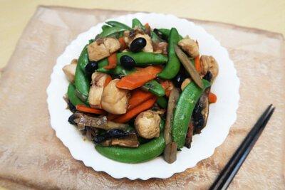 雞肉, 黑豆, 丹波黑豆, 煮餸, 蒜頭, 雞腿肉, 胡蘿蔔, 牛蒡, 香菇, 四季豆, 小食