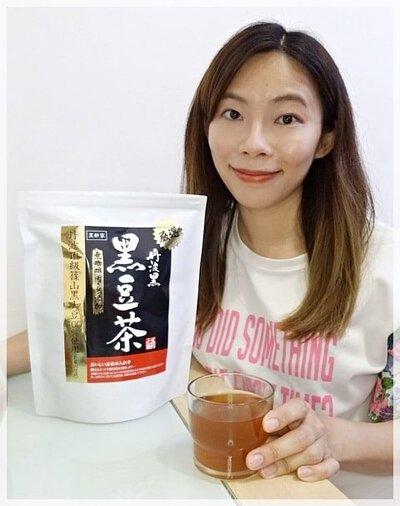 豆類有豐富蛋白質,黑豆中蛋白質含量是牛奶的12倍,含多種營養成分,有滋補養顏、烏髮亮膚、抗氧化抗衰老、強化血管、補腎強身等功效,有豆中之王之稱,特別適合女士們食用。 黑酢家嚴選日本京都丹波出產的黑豆。我試過之後,都有意用來代替每天必飲的咖啡呢~