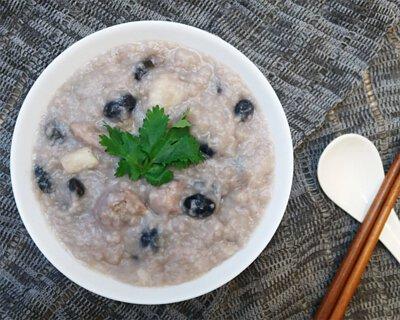 黑豆含有的蛋白質及纖維,搭配山藥的黏液蛋白,有助預防血糖指數突升,是一個簡單而有效的降血糖食譜。