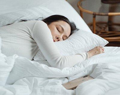 有助鈣的吸收、安定神經、有助睡眠 過量攝取蛋白質及加工食品中的磷 、運動不足等,會造成鈣的流失。醋有助食物中鈣的釋出,與鈣結合後,又易於人體吸收。對強健骨骼、安定神經、睡眠均有很大幫助。