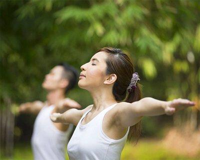 多做體能運動,簡單散步、打太極都能同時訓練專注力、刺激大腦,增加腦細胞養份吸收 看書、打麻將、下棋等動用腦筋的活動都能促進腦部運作,多動用腦筋,記憶力自然會更好
