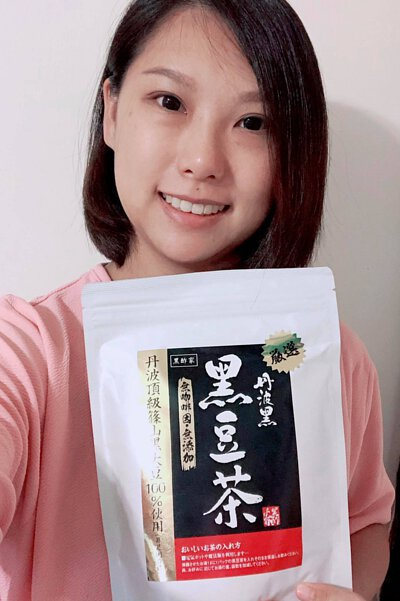 由日本製造既⿊酢家丹波黑豆茶 所用既丹波黑大豆係日本眾多黑豆品種中最知名的, 可以話係黑豆界中頂級既品種~~