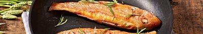 不沾鍋將魚煎的外皮香酥肉質軟嫩