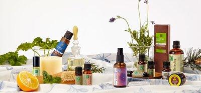 香草集芳療師嚴選純精油,提供單方精油、複方精油,及精油滾珠、精油噴霧等眾多精油芳療用品