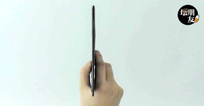 筆電架十分輕薄,不到一份報紙的厚度