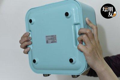 FUJACOOK 富甲酷客萬用即食鍋底部的凹槽設計,非常方便手握