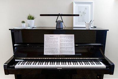 彈鋼琴如何不近視?