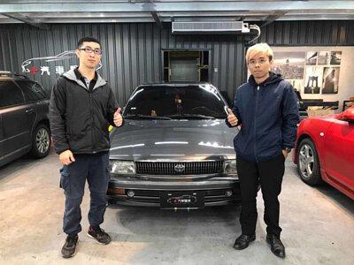 技師與 Toyota Corolla 6代車主合照