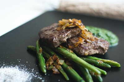 生酮飲食是一種低碳水化合物、高脂肪的飲食,使身體進入一種被稱為「酮症」的代謝狀態。