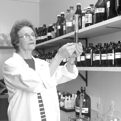 Janice-Smith-in-lab_hero