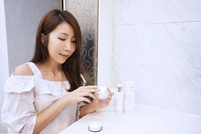 部落客推薦夏日美白乳液,安美諾美白修護霜,極光清透淨白乳