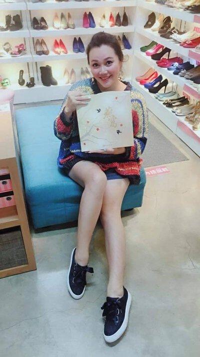 bonbons版娘喝了芳茲生技日本專利獨家萃取技術,高濃度燕窩酸的極品銀耳燕窩飲之後,大力推薦,養生飲品最佳首選,由內顧到外,煥彩美妍即刻開始。