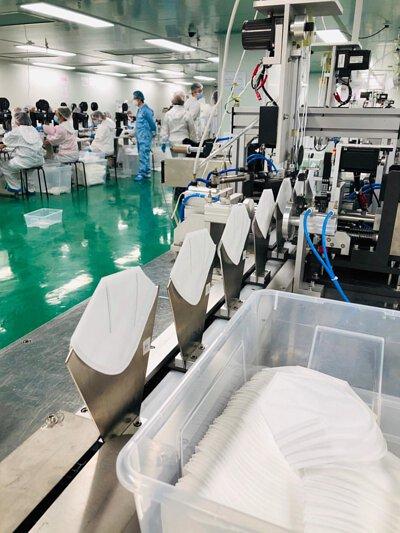 """<img src=""""Mask-production-line.jpeg"""" alt=""""口罩生產線"""">"""