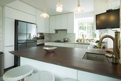 "<img src=""Shouson-Hill-Road-kitchen-design-from-royal-kitchen"" alt=""Shouson-Hill-Road-kitchen-design-from-royal-kitchen"">"