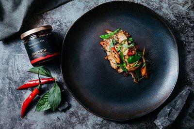 石本工作室 Ishimoto Atelier 油封番茄辣椒醬 - 香煎辣味松坂豬食譜